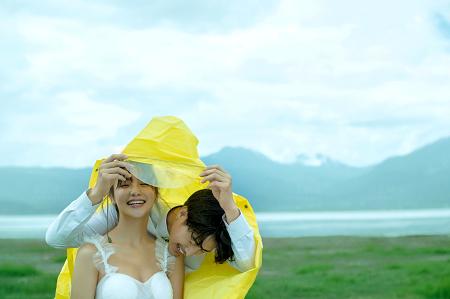 大理婚纱摄影知名机构哪家好,丽江旅拍婚纱照行业翘