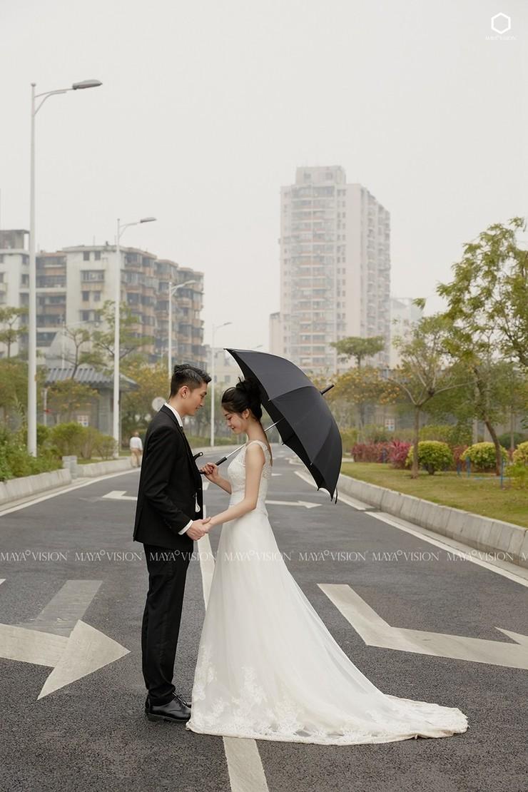 雨中漫步系列婚纱照,我的心底有另一个你!